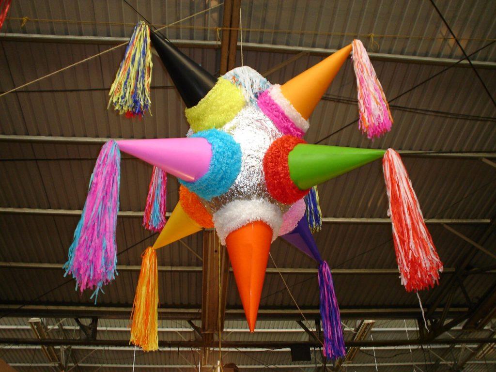 piñata celebración de cumpleaños infantiles